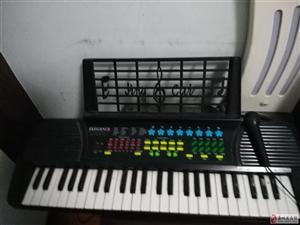 家有8成新电子琴一台闲置出售,琴况良好,有意速购!