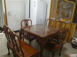 急售九成新实木餐桌一套,带镂空雕花椅凳6根。
