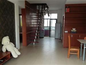鸿宇天湖城3室3厅2卫1000元/月复式楼