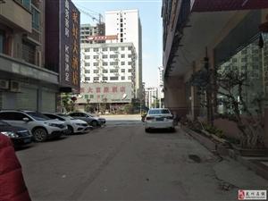 新城大富豪酒店附近148平米三楼中装四房售52万