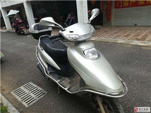 出售95新125踏板摩托车