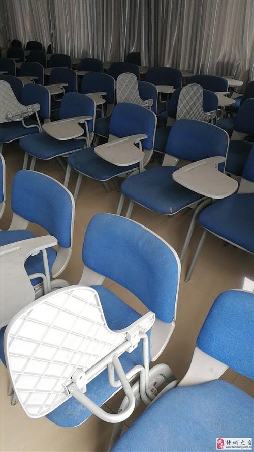 蓝色靠背椅