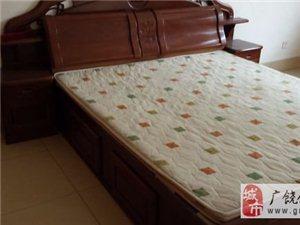 转让床(1.8米1.5米)带垫子,电视柜。