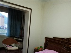 急售:小转盘附近精装3室2厅2卫52.8万元