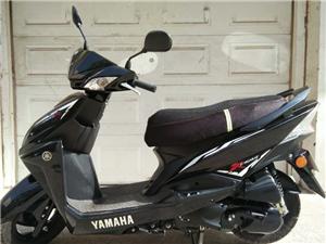 雅马哈踏板摩托车转