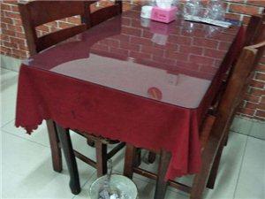 處理飯店用木質餐桌四張70*120,
