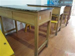 补习班课桌凳子
