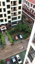 急出售商业步行街三房二厅带装修南北通透售价160万