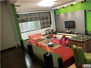 长阳广场小区现有一套江景房电梯房出售,四室两厅三卫