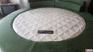 转让8成新绒面大圆床一个,有意者可联系我