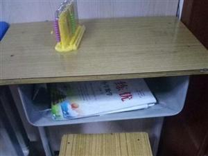 九成新,学生课桌椅便宜急售!!!