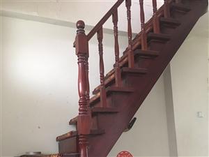 二手楼梯两件,低价出售,价格面议。