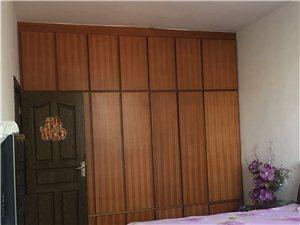 出租宜春市农行对面的3室2厅2卫房1600元/月