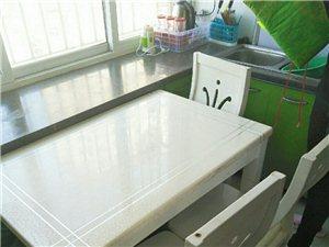 出售二手餐桌外加四把椅子,价钱廉价