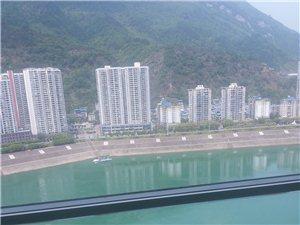 天豪大厦临江中装3室2厅2卫56万元