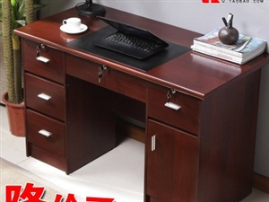 红棕色办公桌