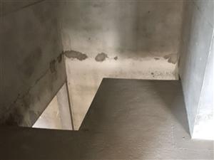 中泰锦城城南毛坯四房上下复式,有证可按揭,随时看房