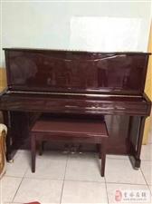三益钢琴一架