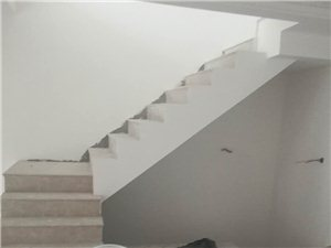 高端小区海邻别墅一跃二赠地下室小院实际面积450平