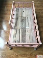 出售幼儿园用桌椅床一批