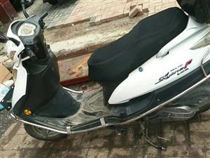 出售一辆踏板摩托车,八成新,价格面议