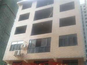 龙兴大道御鑫城旁,三室两厅一厨两厕,135平米,