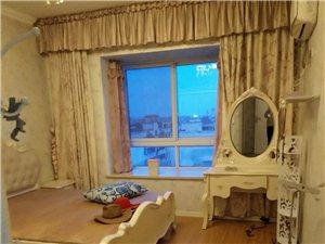 颐城电梯房豪装3室2厅2卫1800元/月4台空调