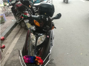 豪爵铃木悦星125高配版摩托车九成新