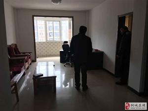 大广场中国银行旁边4室2厅2卫1000元/月精装