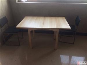 出售一弛餐桌和三把椅子