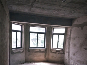 山水龙城3室2厅1卫68万元