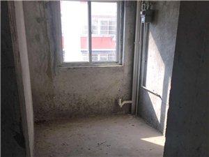 位于兴尔旺,户型方正,中上层采光好,特价现房