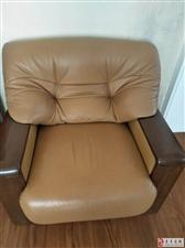 出售8成新组合真皮沙发纯木扶手!先到先得
