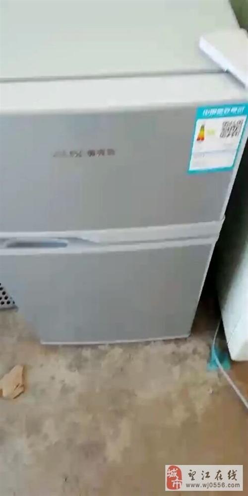 本人需搬家,4月底购买的2人用全新冰箱低价转卖