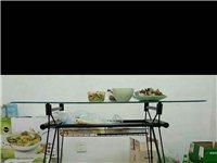 北欧风餐桌低价出售,搬家带不走啦,还有塑料凳子三个