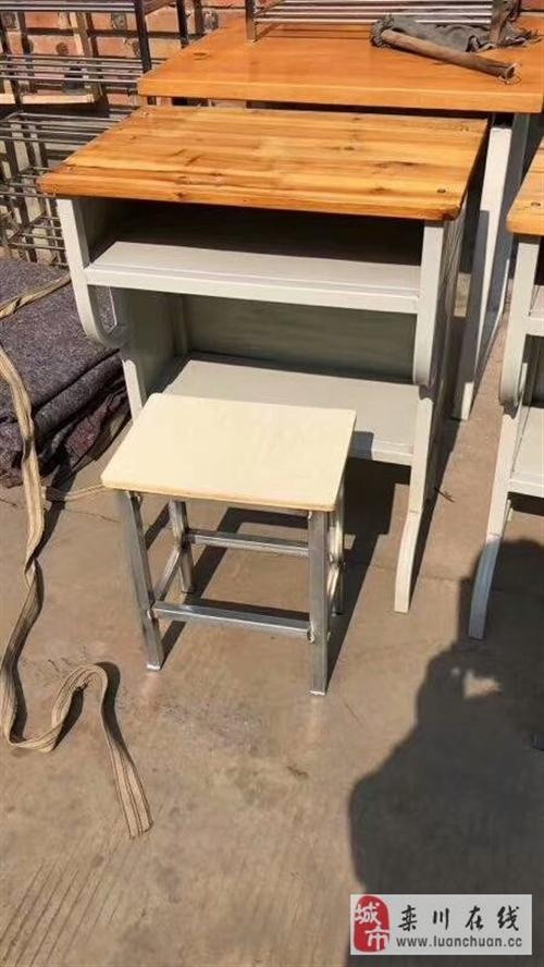 出售课桌凳子一套