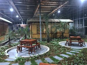 """鲟龙生态餐厅模拟""""江南水乡""""的优美环境让您在游中玩,玩中吃"""