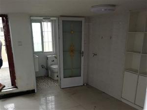 瑞景国际2室1厅1卫带俩空调,年付仅12000