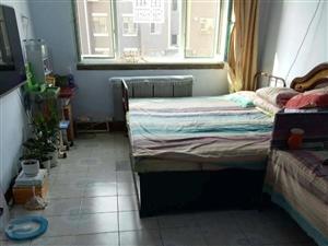 东市场1室1厅1卫18万元