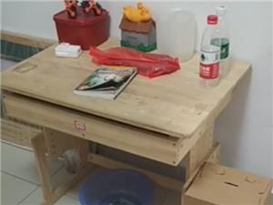 一套书桌椅60元
