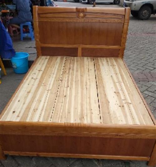 纯实木1.5米双人床和床垫