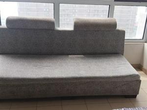 闲置沙发一个