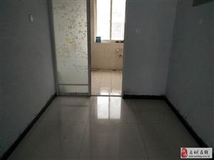 机械厂四楼2室带家具租金低有钥匙随时看房停车方便