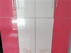 长阳杨女士现有一套全新的柜子出售