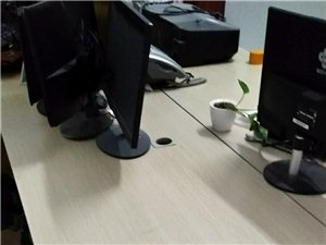 九成新办公桌,公司搬迁低价转让,随时看桌价格面议