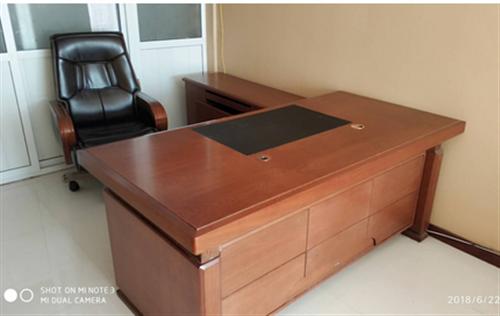 九成新实木办公家具沙发 茶几 老板桌 老板椅