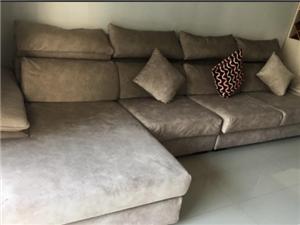 出售很新沙发一套