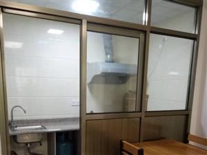 永隆国际城精装修套房2室2厅2卫2500元/月