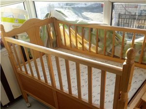 低价出售婴儿床、学步车、婴儿靠椅