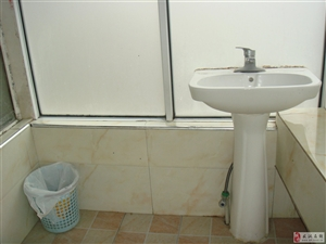 大东门转盘旁汉口银行大楼精装15平米单独厕所单间租